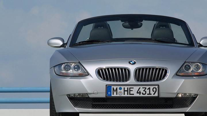Front Pose Of 2005 BMW Z4 Roadster In Silver